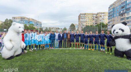 На левобережье Каменского открыли многофункциональный стадион