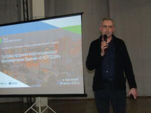Тротуари в Кам'янському: підтримка в очікуванні капремонту - ФОТО