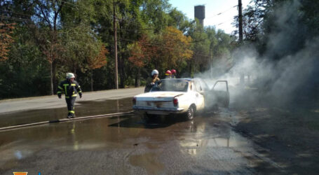 На Дніпропетровщині зайнялися два автомобілі