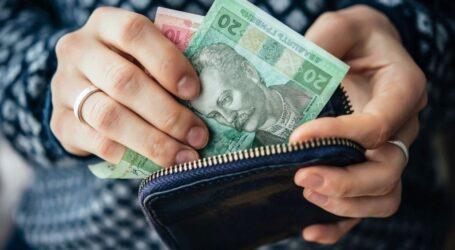 Чому українцям затримують соцвиплати: пояснення ФССУ