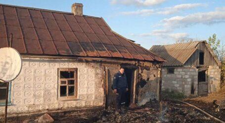 Полицейский Каменского спас из горящего дома двух человек