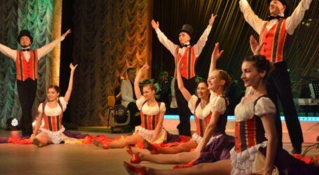 Театр Кам'янського почав сезон з вуличного дійства